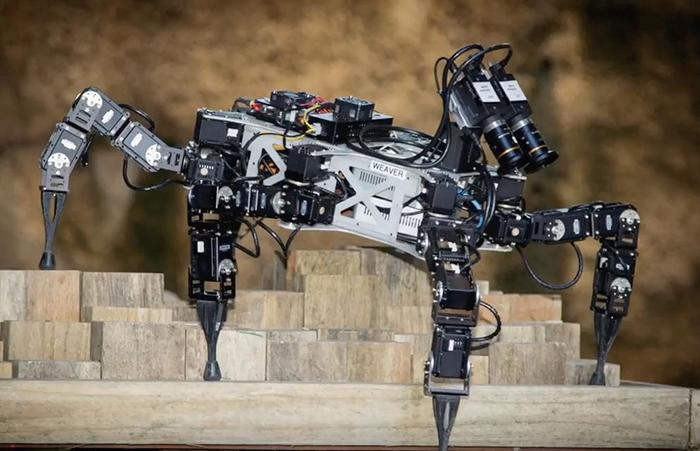 TECH INFO 仿生型六足机器人