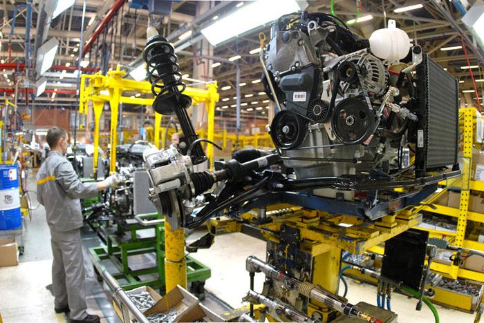 机器人、人工智能以及所引起的伦理道德问题 工厂装配线上新制造的发动机